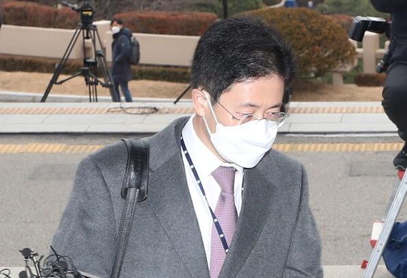 지난해 12월 10일 손준성 당시 대검찰청 수사정보담당관이 경기 정부과천청사 법무부로 들어서고 있다. (사진=뉴스1)
